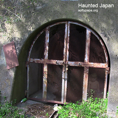 Tunnel ghost - Haunted Japan MEME v01