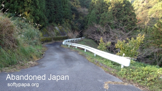 Abandoned road 放棄された日本の農場道路 - Abandoned Japan 日本の廃墟
