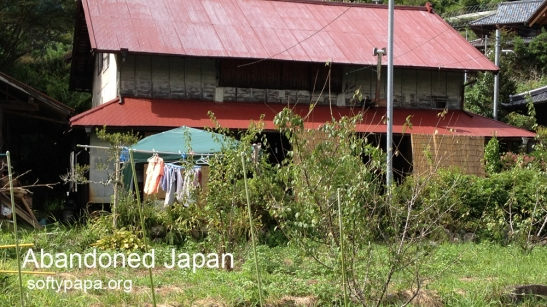 Nearly abandoned home in the village of the Long Bear ほぼ捨てられた日本の家庭 - Abandoned Japan 日本の廃墟
