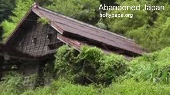 Spooky old farmhouse swallowed being swallowed by the forest 日本で薄気味悪い古いさびれた農家 - Abandoned Japan 日本の廃墟